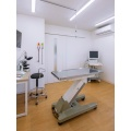少し広めの診察室で、心電図検査やエコー検査、目の検査もここで行います。